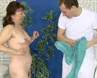 Horny mature slut sucking and fucking her ass off