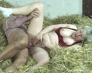 chelsea handler naked pics