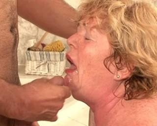 mature slut gets mouthfull
